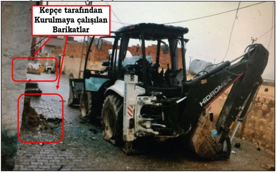 Digger belonging to Derik municipality was used by PKK to dig trenches.