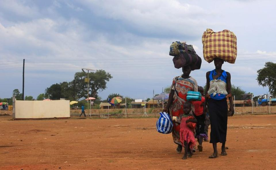 South Sudan refugee family arrives at the UNHCR managed refugees reception point at Elegu, within the Amuru District of the northern region near the South Sudan-Uganda border, August 20, 2016. (Reuters)