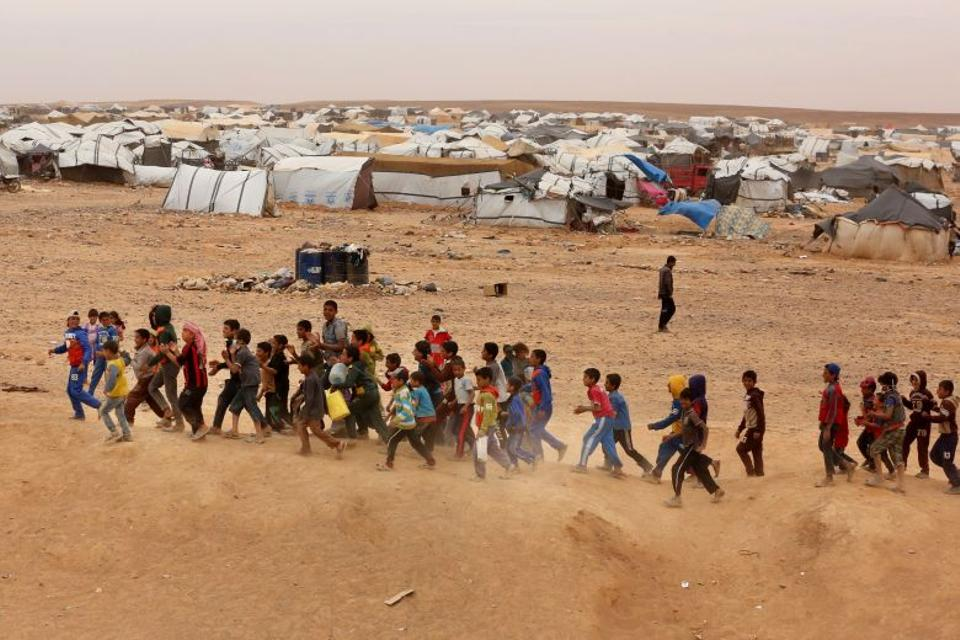 Syrian refugee boys await approval to enter Jordan, May 4, 2016. (AP Archive)