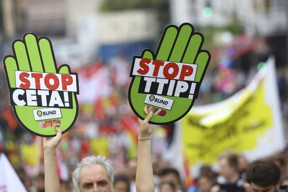 Consumer rights activists take part in a march to protest against the Transatlantic Trade and Investment Partnership (TTIP) and Comprehensive Economic and Trade Agreement (CETA) in Frankfurt, Germany, September 17, 2016. (Reuters)
