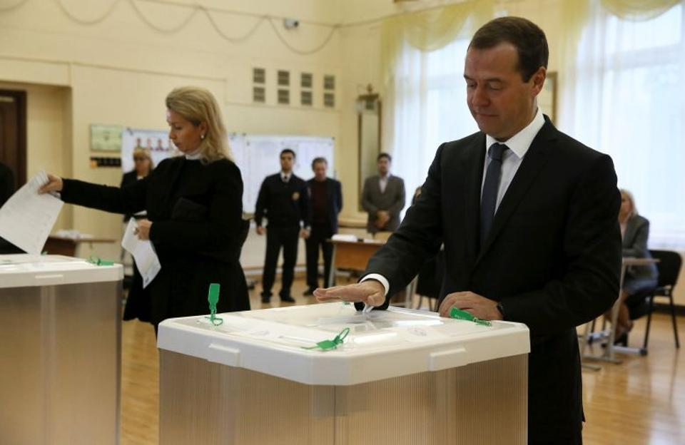 Russian Prime Minister and Chairman of the United Russia party Dmitry Medvedev and his wife Svetlana cast their ballots at a polling station during the parliamentary election in Moscow, Russia, September 18, 2016. (Reuters)