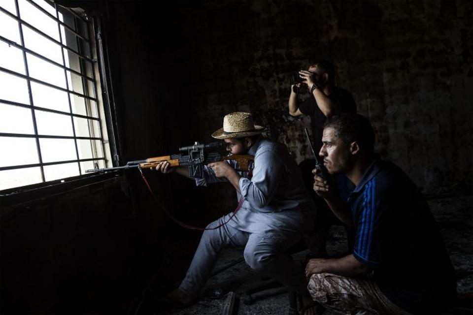 A Misratan sniper shoots toward DAESH positions in Sirte, Libya on September 21, 2016. (AFP)