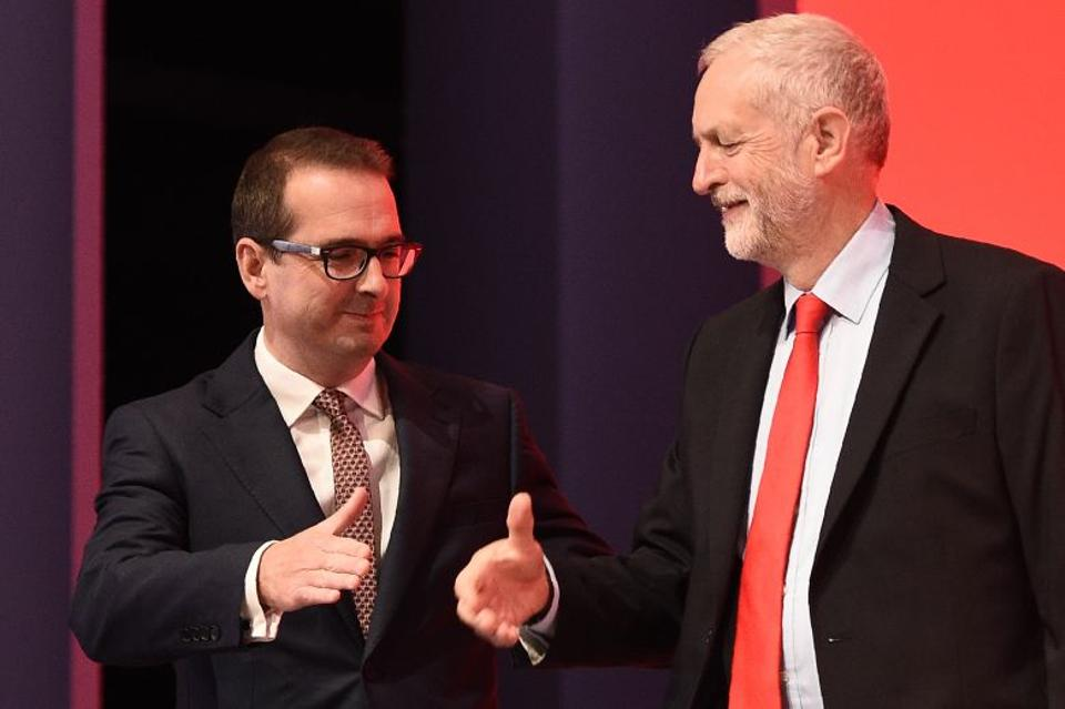 British opposition Labour Party leader Jeremy Corbyn, (R), and Labour leadership contender MP Owen Smith, arrive on stage ahead of the party's leadership announcement at the Labour Party Leadership Conference in Liverpool on September 24, 2016. (AFP)
