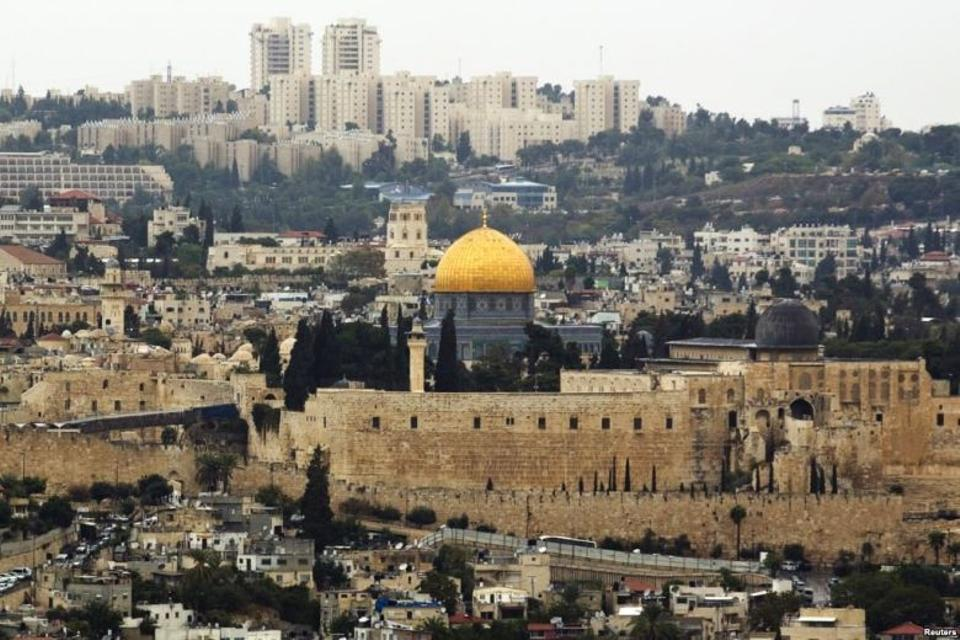 A general view of Jerusalem's old city shows the Dome of the Rock in the compound known to Muslims as Noble Sanctuary and to Jews as Temple Mount, October 25, 2015.