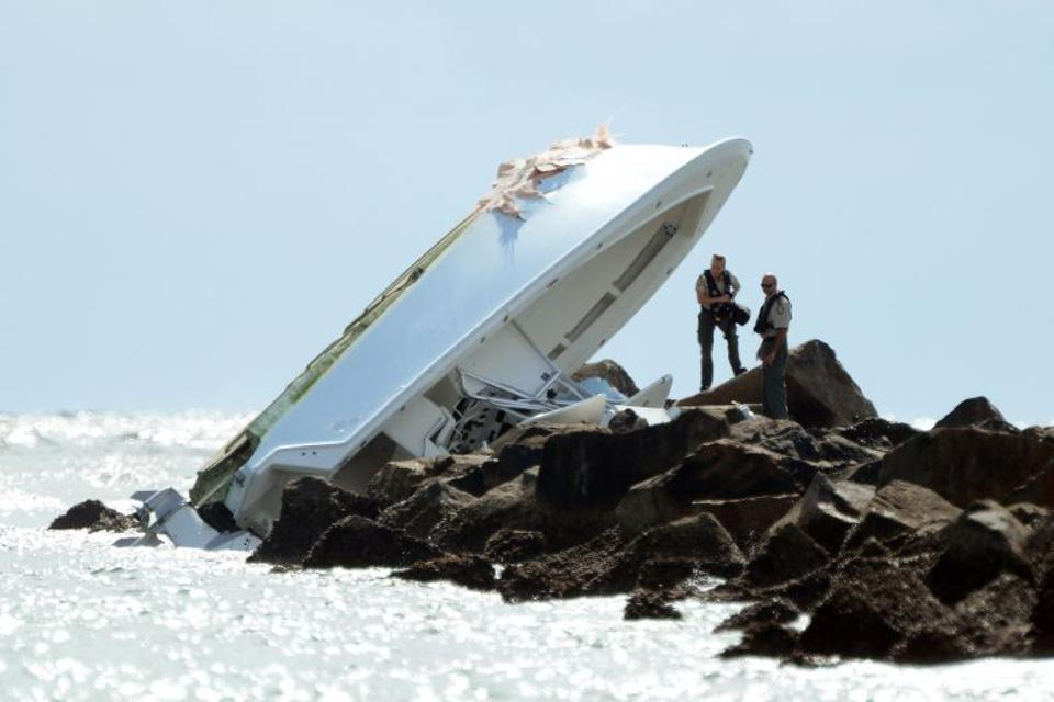 Investigators look over the overturned boat on a jetty in which Miami Marlins pitcher Jose Fernandez was killed in Miami Beach, Florida, US September 25, 2016. (SunSentinel/Joe Cavaretta via Reuters)