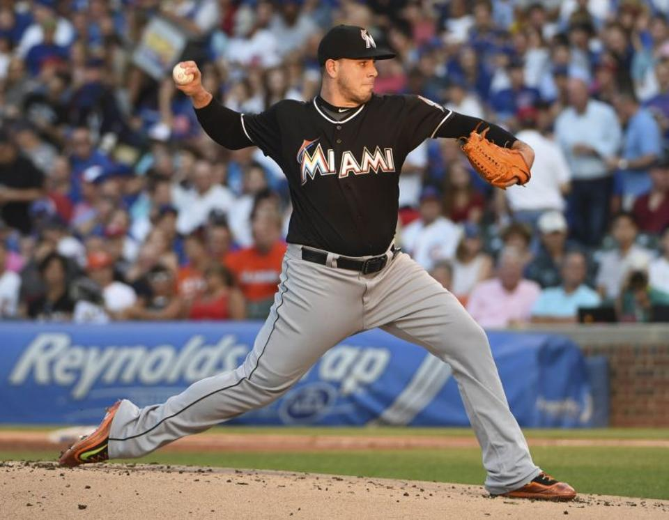 Miami Marlins starting pitcher Jose Fernandez (16) throws against the Chicago Cubs during the first inning at Wrigley Field, Chicago, IL, USA. (David Banks-USA TODAY Sports/File Photo via Reuters)