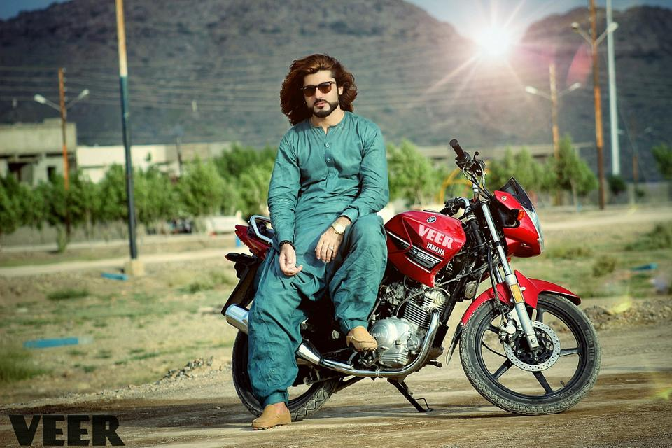 Naqeebullah Mehsud was taken into custody by the police after which he was killed in a staged encounter by police led by Rao Anwar, a famous senior Karachi police official, in January 2018.