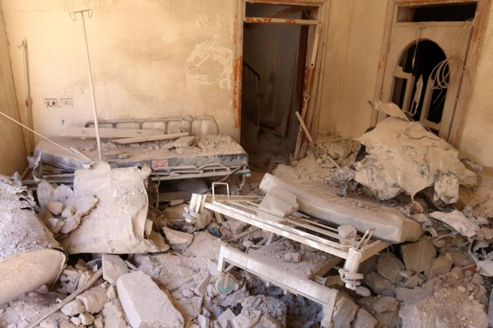A damaged field hospital room is seen after airstrikes in an opposition-held area in Aleppo, Syria October 1, 2016. [Reuters]