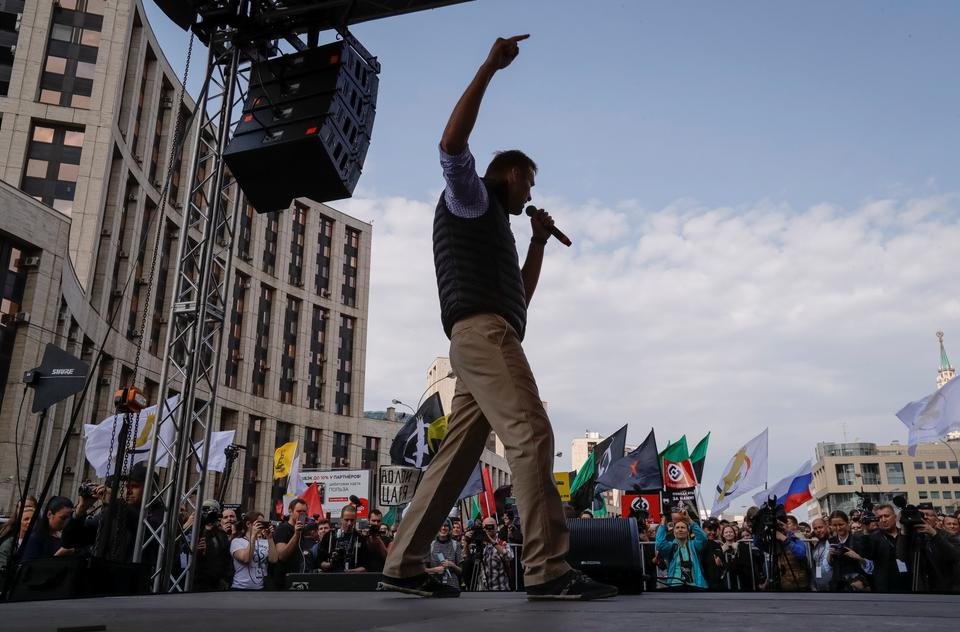 Opposition leader Alexei Navalny accused authorities of trying to breach citizens' privacy by exerting pressure on Telegram to share encryption keys. April 30, 2018.