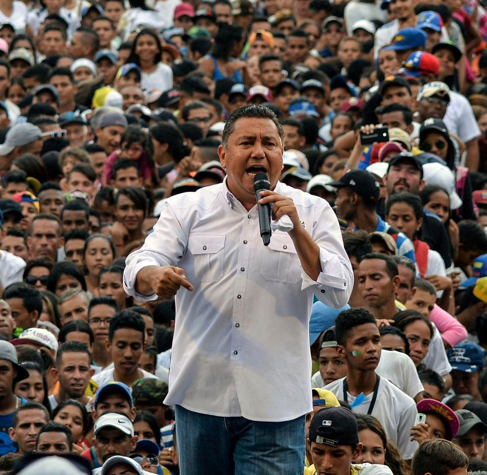 Venezuelan opposition presidential candidate and evangelical pastor Javier Bertucci speaks to supporters, during his campaign closing rally in Valencia, Venezuela on May 16, 2018. Opposition activists were demonstrating in Venezuela against the May 20 presidential election, urging those running against Maduro to withdraw their candidacy.
