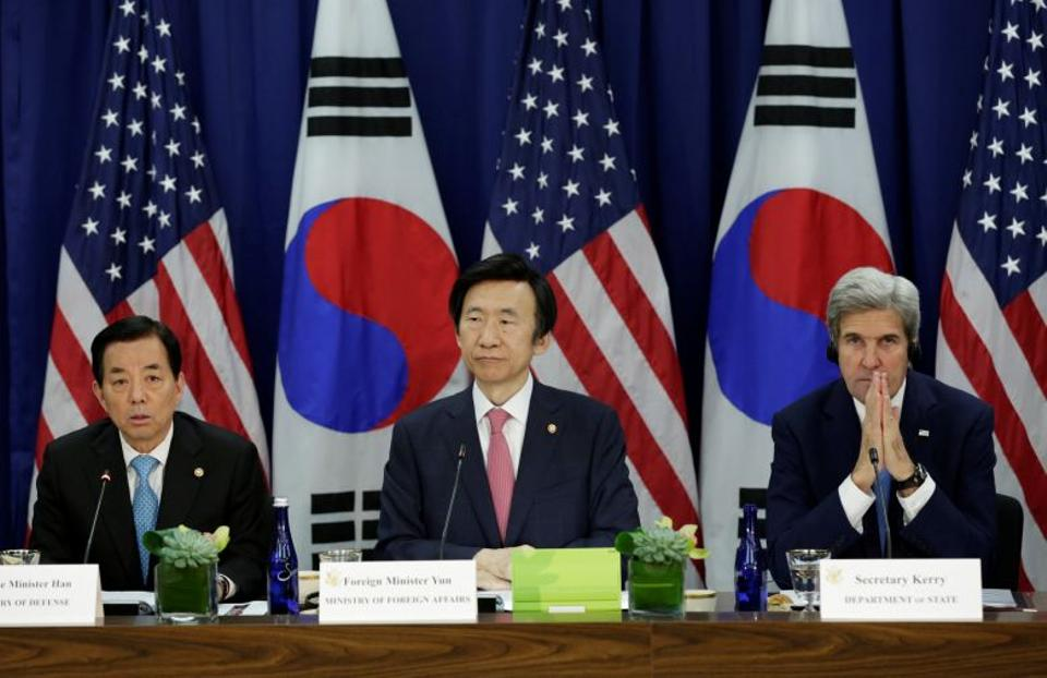 US Secretary of State John Kerry (R) holds a meeting with South Korea's Minister of Foreign Affairs Yun Byung-se and Minister of National Defense Han Min-koo (L) in Washington on October 19, 2016.