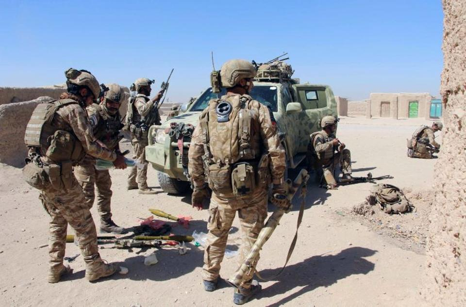 Afghan Special Forces prepare themselves for battle with the Taliban on the outskirts of Lashkar Gah capital of Helmand, Afghanistan October 10, 2016