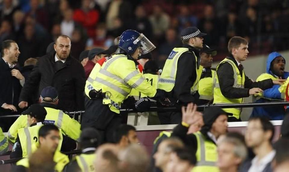 Police and stewards intervene as West Ham United's fans clash with Chelsea fans after the EFL Cup match at London Stadium on October, 26, 2016. (Reuters)
