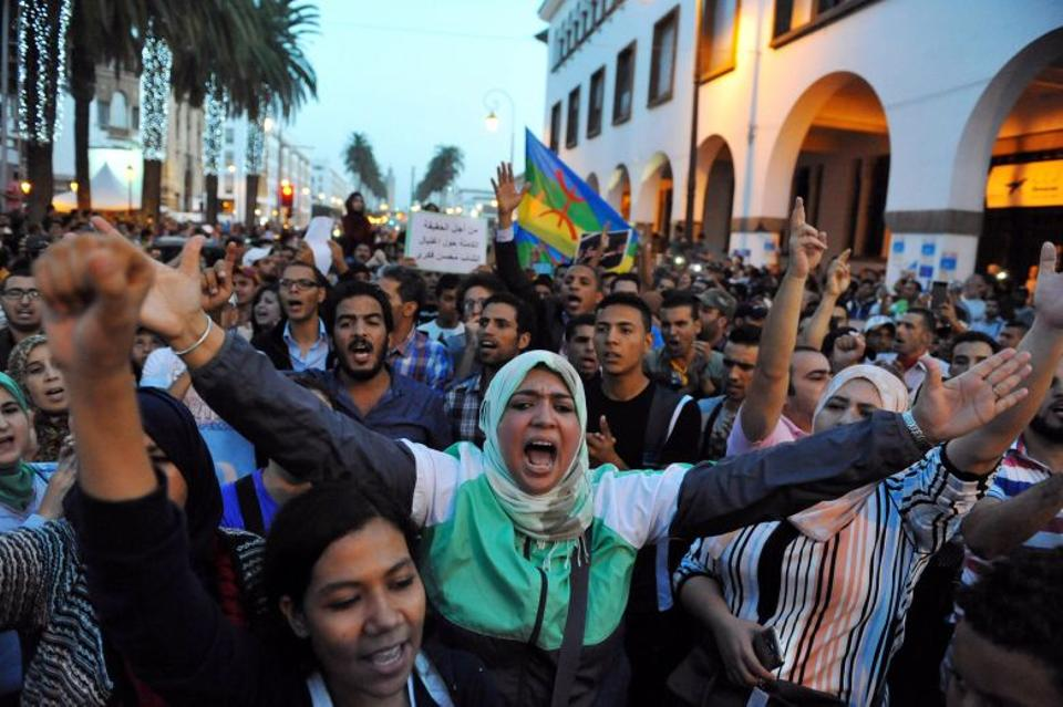 Protestors take part in a rally in Rabat after a fishmonger in the northern town of Al Hoceima was crushed to death inside a rubbish truck as he tried to retrieve fish confiscated by police. October 30, 2016. (Reuters)
