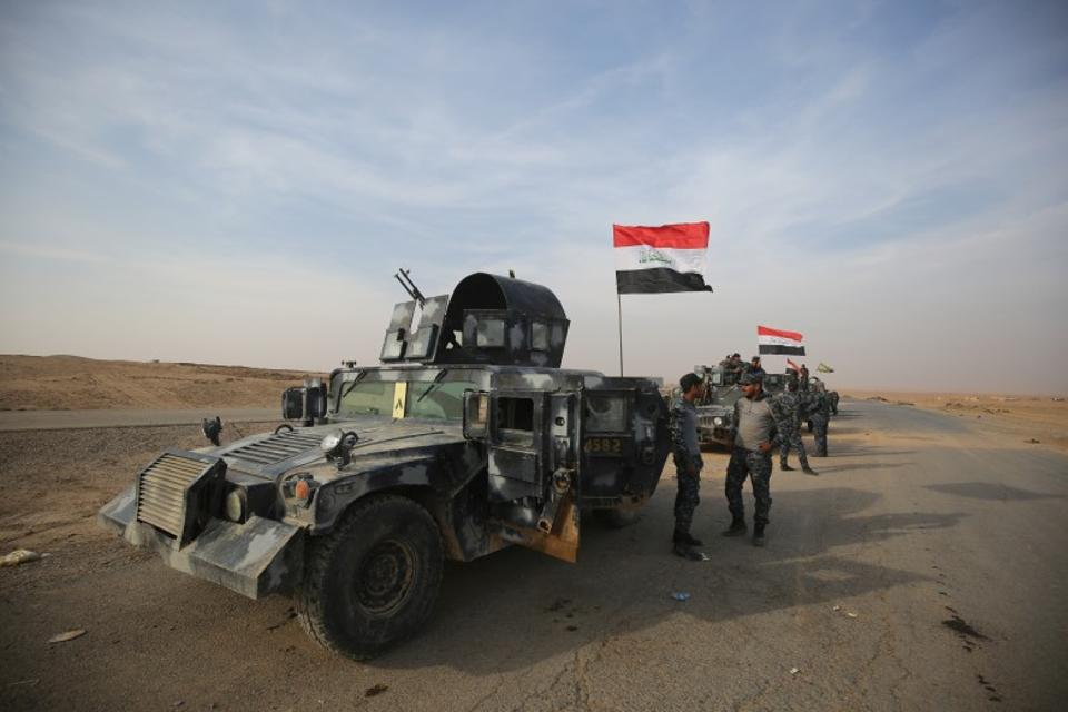 Iraqi forces took the town of Hammam al-Alil, about 15 km south of Mosul on Monday, as well as the village of Arbid on the southern outskirts of the city. November 9, 2016. (AFP)
