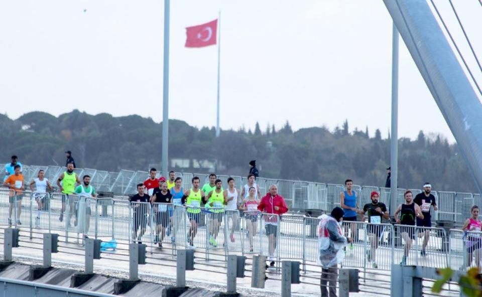 The Istanbul Marathon is an international athletics event organised by the metropolitan municipality in Istanbul, every year on a Sunday in October since 1979. In 2012, the month was changed from October to November. Istanbul, Turkey, November 13, 2016. Image: Mehmet Dikbayir