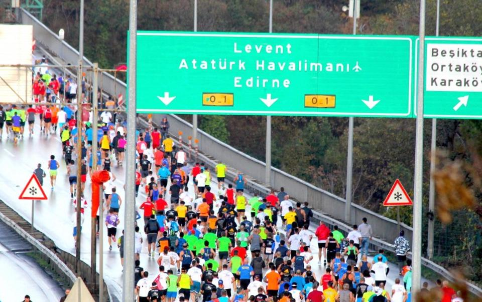 The course is asphalt, mostly flat and is free of traffic. It is the only course in the world where the marathon includes two continents, Asia and Europe, in the one race. Istanbul, Turkey, November 13, 2016. Image: Mehmet Dikbayir