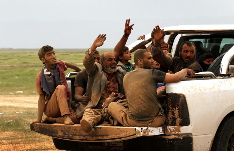 Iraqis fleeing the violence in the northern city of Mosul arrive at the Kurdish checkpoint of Makhmur. (AFP)