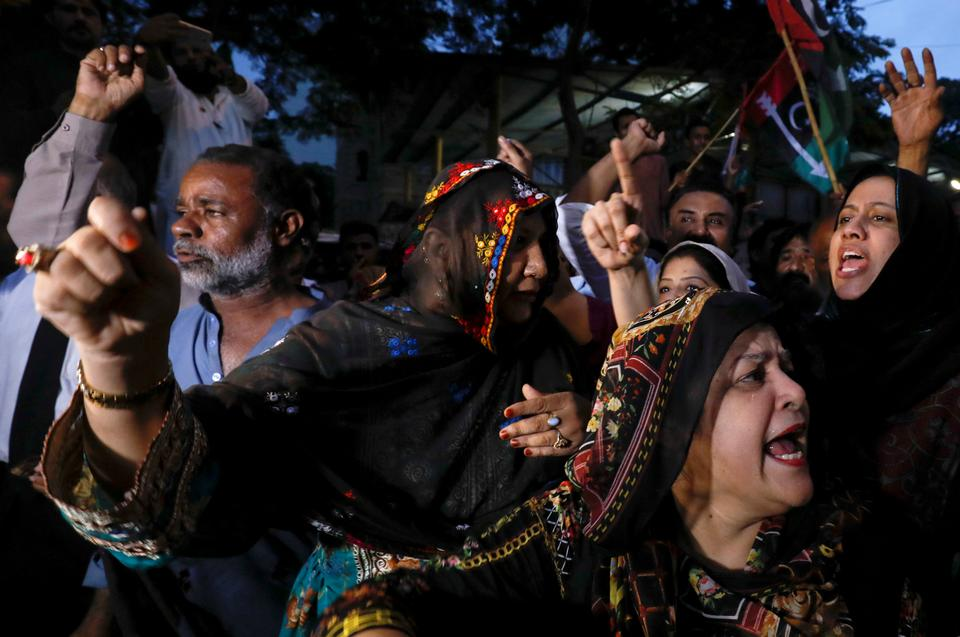 Supporters of Bilawal Bhutto Zardari, chairman of the Pakistan People's Party (PPP), chant slogans against, what they say is alleged rigging by the Election Commission of Pakistan (ECP), a day after the general elections in Karachi, Pakistan July 26, 2018.
