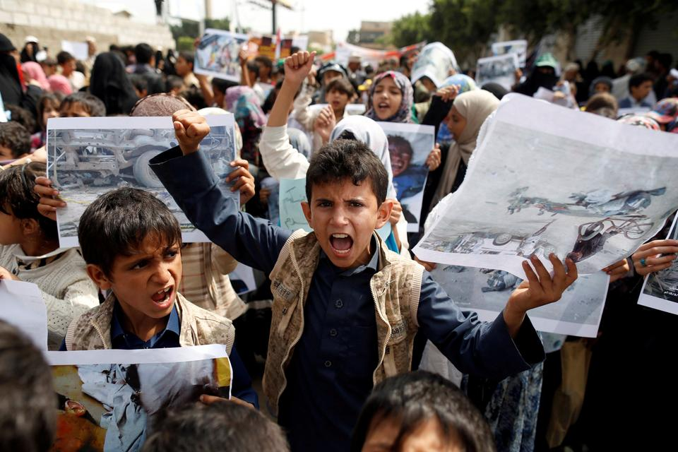 Boys demonstrate outside the offices of the United Nations in Sanaa, Yemen to denounce last weeks air strike that killed dozens, including children, in the northwestern province of Saada. August 13, 2018.