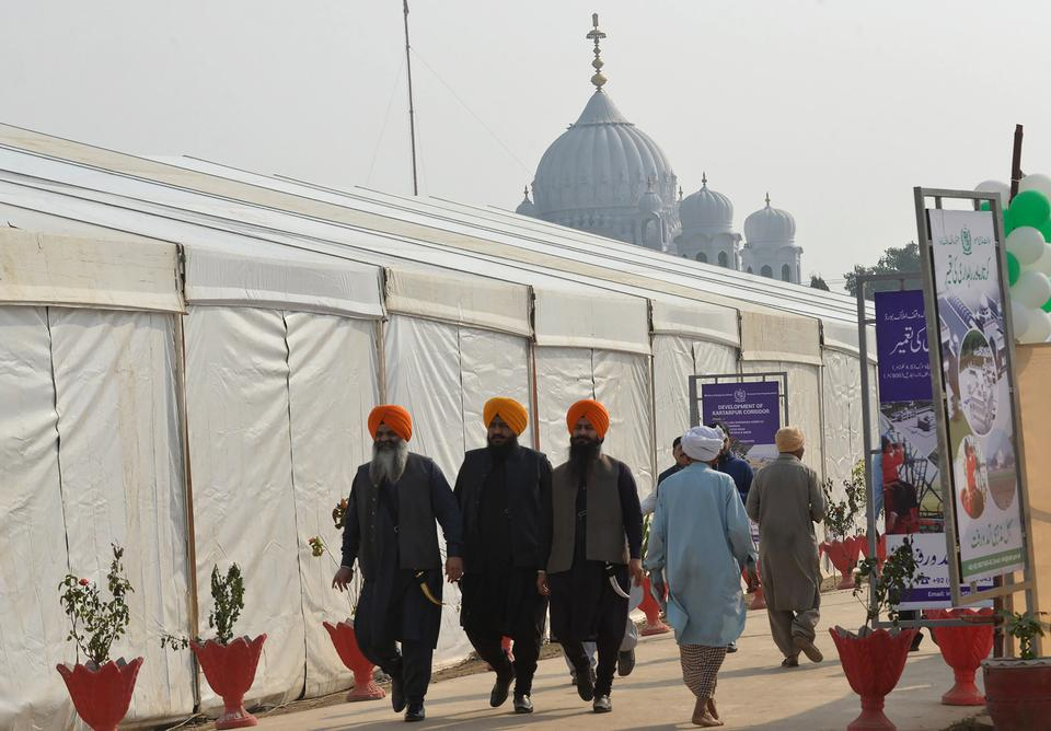 Pakistani Sikhs walk before a groundbreaking ceremony for the Kartarpur Corridor to be set up between India and Pakistan in Kartarpur on November 28, 2018.