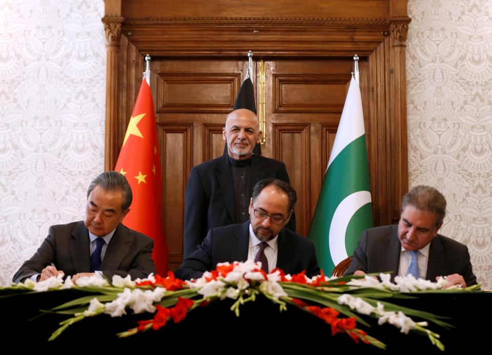 Afghanistan's Foreign Minister Salahuddin Rabbani (sitting-C), Pakistan's Foreign Minister Shah Mehmood Qureshi and Chinese Foreign Minister Wang Yi sign a memorandum of understanding on cooperation in fighting terrorism in Kabul, Afghanistan on December 15, 2018.