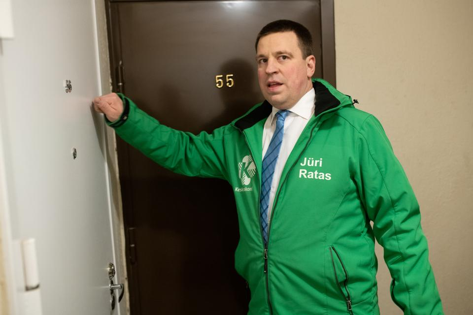 Estonias's Prime Minister Juri Ratas of the centrist Centre party knocks on the door of a flat as he campaigns on March 1, 2019 in Kostivere, before Estonia holds general elections on March 3, 2019. Estonia's centre-left coalition is fighting for survival in a general election, challenged by its traditional liberal rival but also a far-right party boosted by a backlash from mostly rural regions in the Baltic eurozone state.