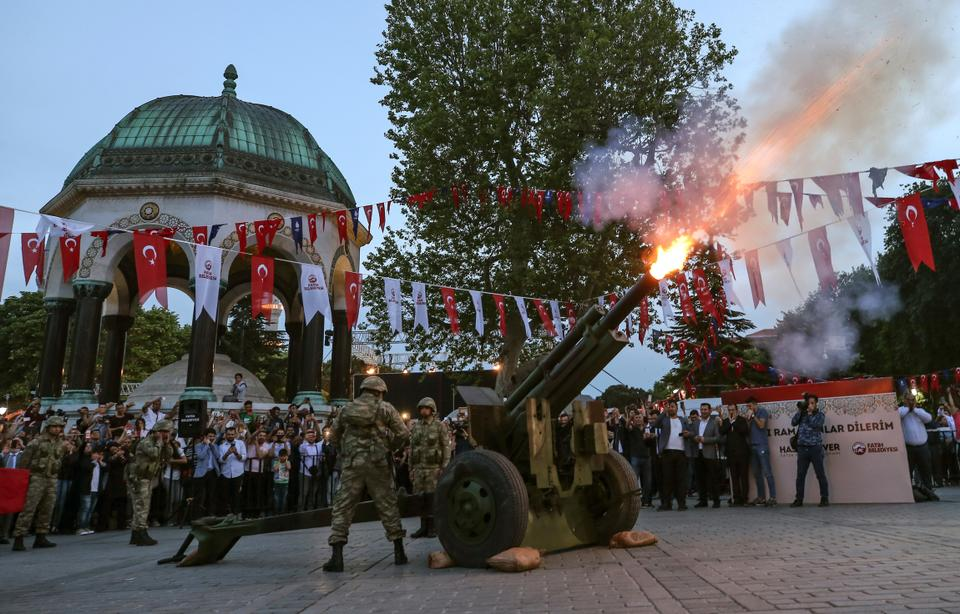 Turkish soldiers fire an artillery shell to mark an end to the day's fasting [Emrah Gurel/AP Photo]