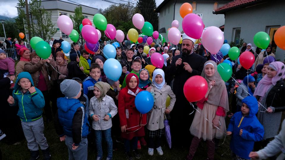 Children hold balloons to mark the beginning of the Islamic Holy month of Ramadan in Sarajevo, Bosnia and Herzegovina [Samir Yordamoviç/Anadolu Agency]