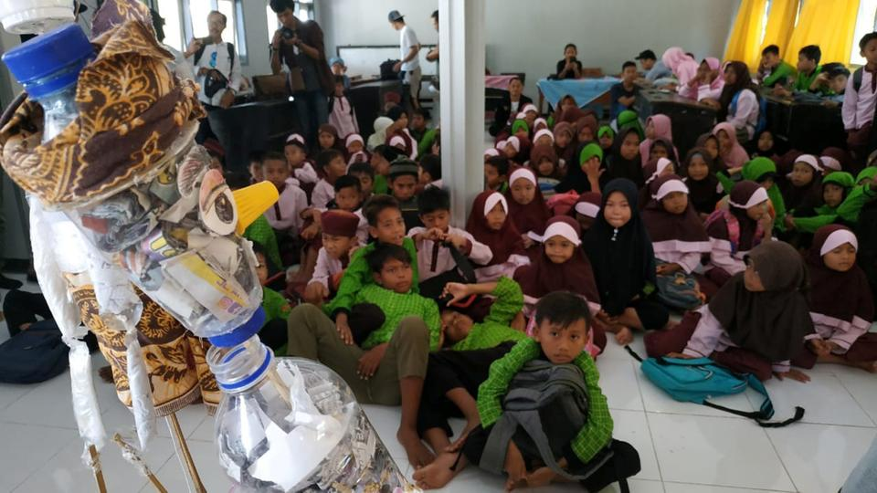 Image result for PLASTIC POLLUTION IN INDONESIA PUPPETS TEACH CHILDREN HOW TO PROTECT THE ENVIRONMENT