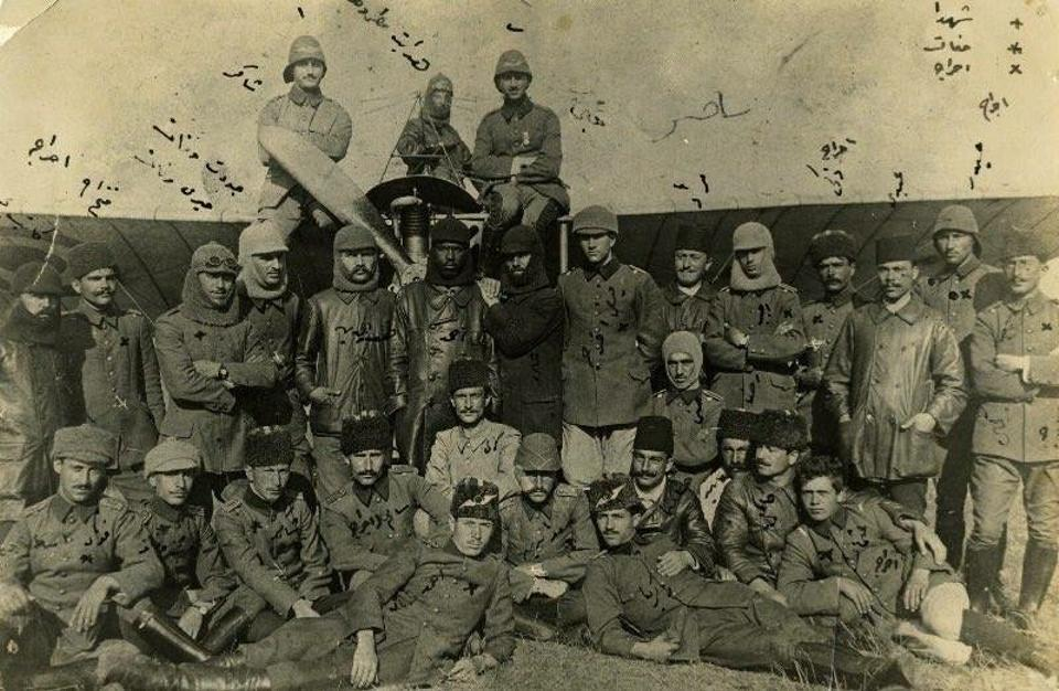 Ahmet Ali Celikten (in the middle) during World War I with other Ottoman pilots.