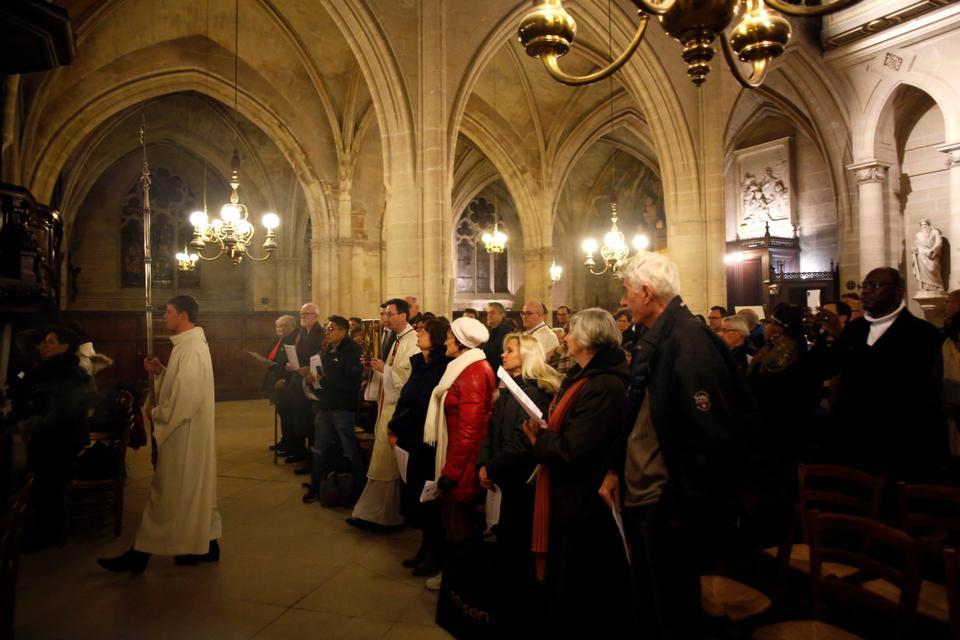 Pope Francis Kicks Off Celebrations With Midnight Mass