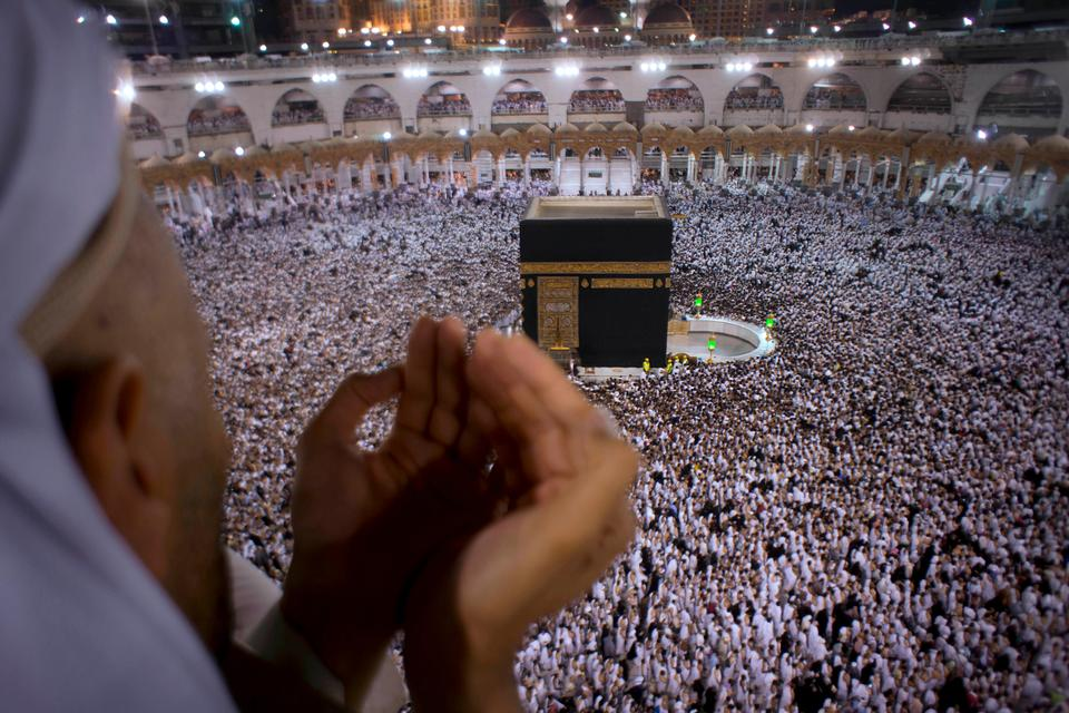A Muslim worshipper prays during Laylat al-Qadr, Night of Decree, on the 27th day of the holy fasting month of Ramadan as pilgrims circumambulate around the Kaaba, the cubic building at the Grand Mosque, during the minor pilgrimage, known as Umrah, in the Muslim holy city of Mecca, Saudi Arabia on June 22, 2017.