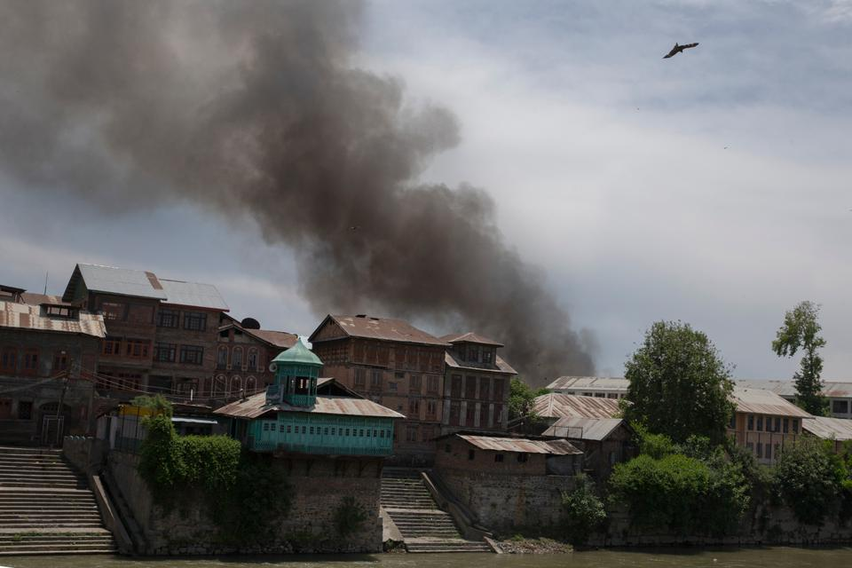 Smoke rises from a residential neighbourhood where gunfight broke out betweeen Kashmiri militants and Indian armed forces on May 19, 2020.