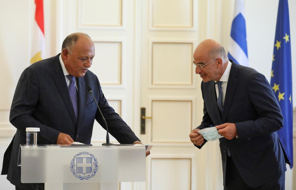 Ο Έλληνας υπουργός Εξωτερικών Νίκος Ντέντιας και ο Αιγύπτιος ομόλογός του Sameh Shoukry μιλούν μετά από κοινή δήλωση στο Υπουργείο Εξωτερικών, στην Αθήνα, Ελλάδα, στις 15 Σεπτεμβρίου 2020.