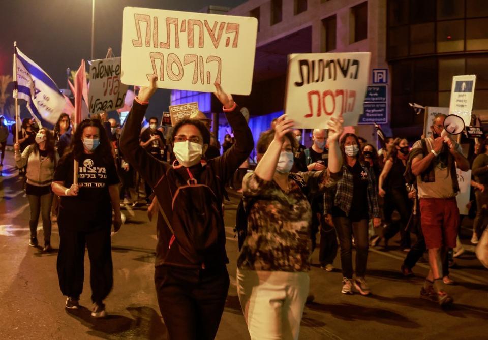 Thousands protest in Jerusalem against Israeli PM