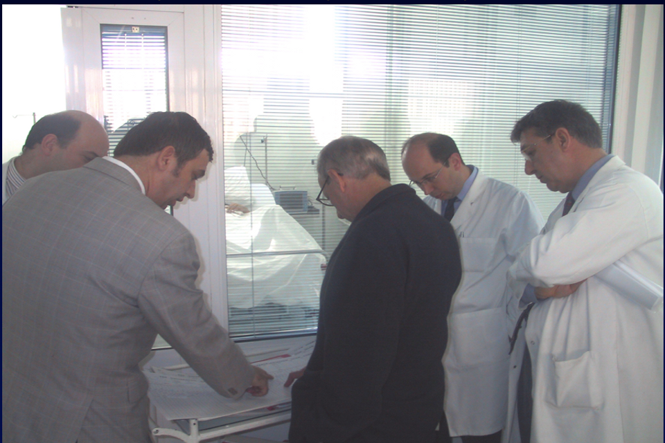 In the Ege University in Izmir in 2002, Professor Yaman Tokat discusses with Ronald W. Busuttil, a well-known American professor, who is also the Dumont Professor of Transplantation Surgery and Chief of the Division of Liver and Pancreas Transplant in the Department of Surgery at the UCLA School of Medicine.