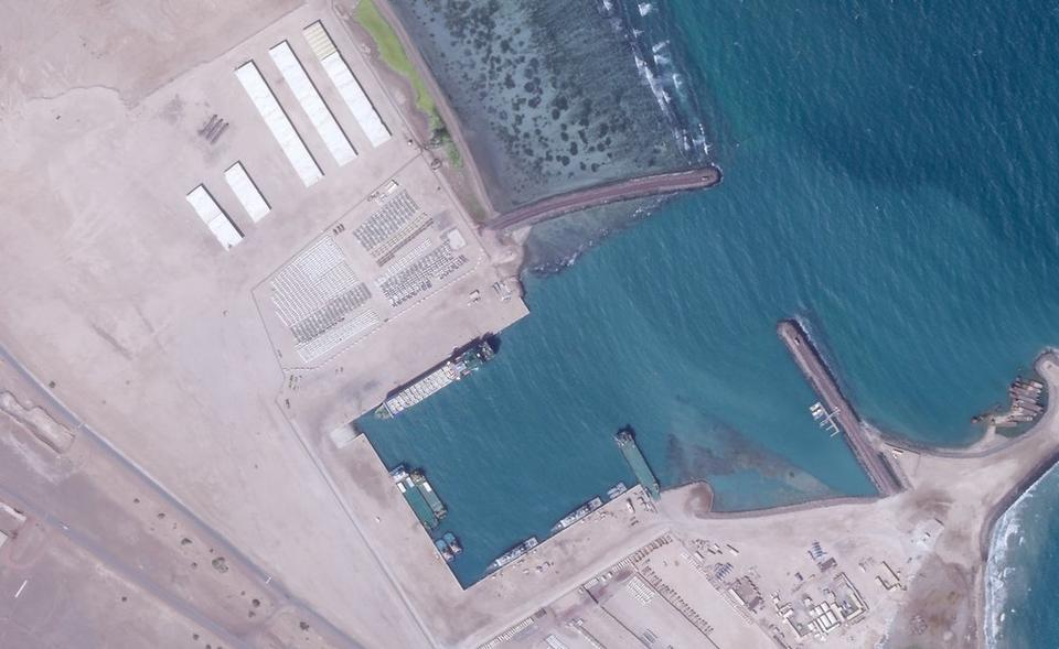 Satellite images showed that the UAE was dismantling newly-built canopies, as part of an ongoing disassemblement process since June 2019, around the time it announced that it was pulling out of the Yemen war.  Western diplomats told Reuters at the time that the UAE wanted to focus on national security amidst worsening US-Iran tensions which would affect UAE. Today, it appears that the UAE is keeping some attack helicopters in the base, according to the analysis.